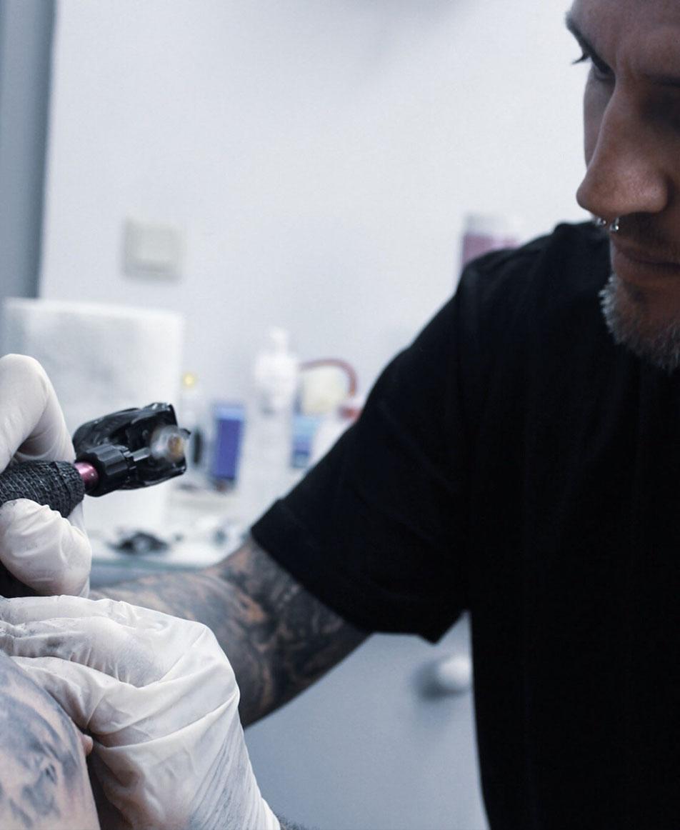 tattoo-triangulo-tomas-tatuando-badajoz