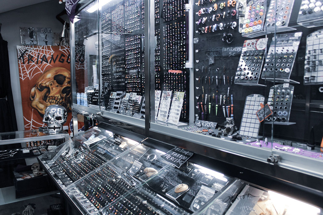 tienda-tatuajes-piergings-tattoos-triangulo-extremadura